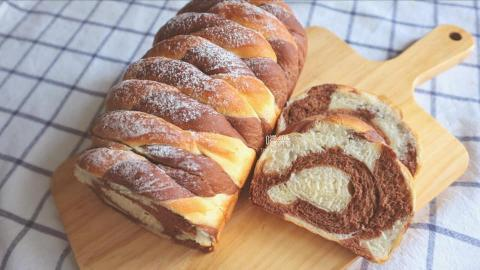 巧克力雙色吐司 Chocolate Swirl Bread