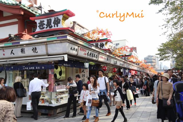 臨近淺草寺,仲見世通美食多,遊客也多。