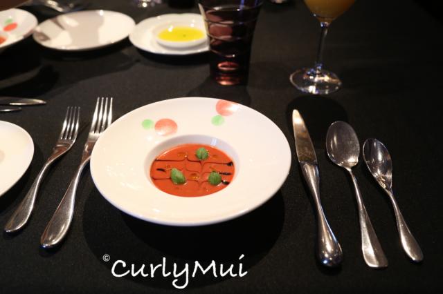 先送來餐湯及麵包,這天是香濃的番茄湯,很酸,好開胃!