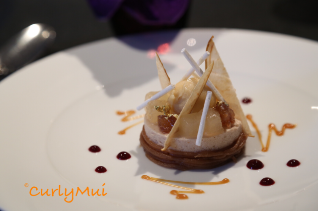 Le Marron:粟子慕絲,配黑加侖子果凍、香梨及焦糖雪葩,有幾重口感之餘,還美得像藝術品。