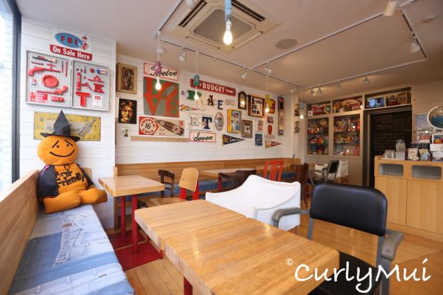 Cafe只是小小的一間店,不過有得吃有得買。