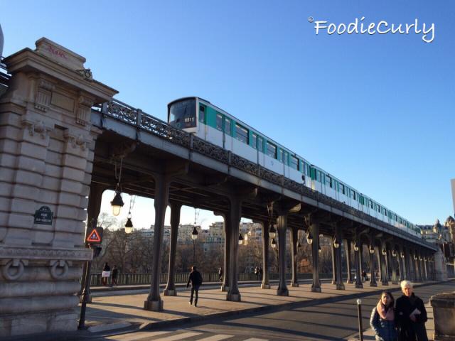 地鐵6號線在這裡呼嘯而過。