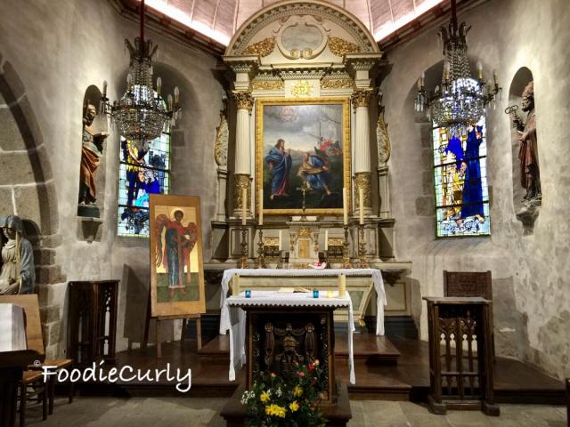 修道院內莊嚴而神聖。