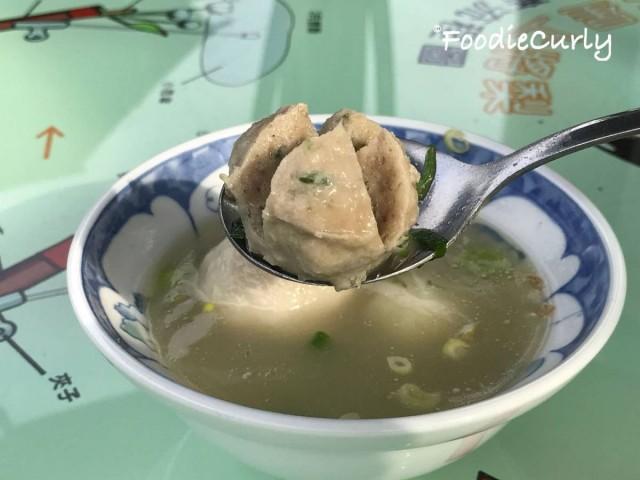 綜合湯入面有魚丸和貢丸,當然丸內都是有三星蔥的啦。