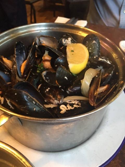 Moules Pots Traditionelle 傳統口味的青口~~比利時菜點少得青口~~傳統口味不過不失~~都合格~