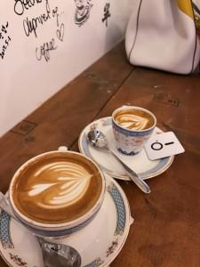 咖啡杯是店內特色,十分復古。