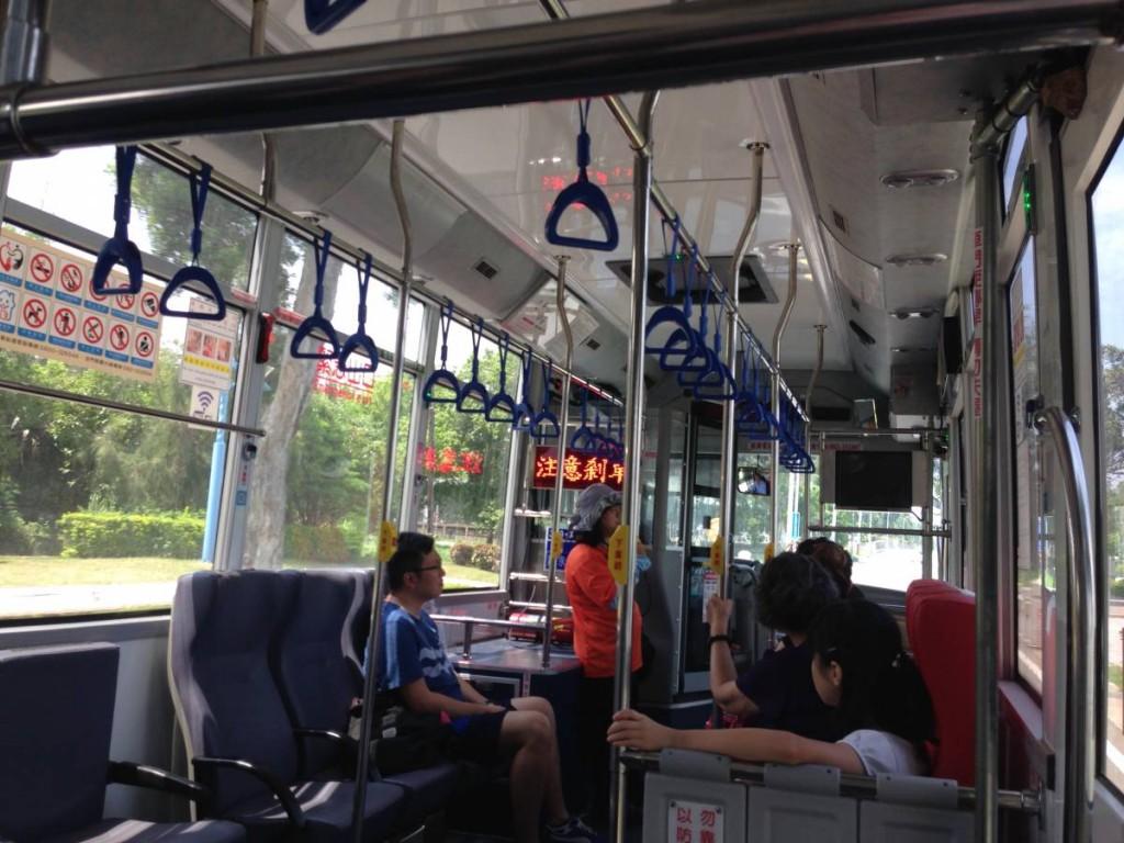公車是不設劃位的,不過,選好了位置後就不要換了。