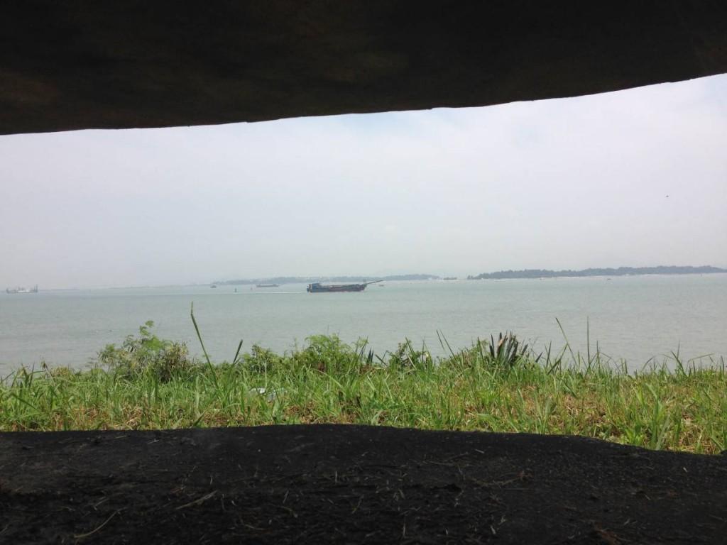在觀測站看出去——如今平靜的海面,從前是炮火連天之地