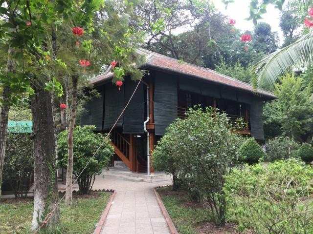 這就是胡志明故居,很簡樸的小屋