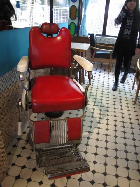 香港 深水埗 呼吸咖啡 FullCup Cafe 美荷樓  青年旅舍 藝術 文青 咖啡館 美荷樓生活館 剪髮椅