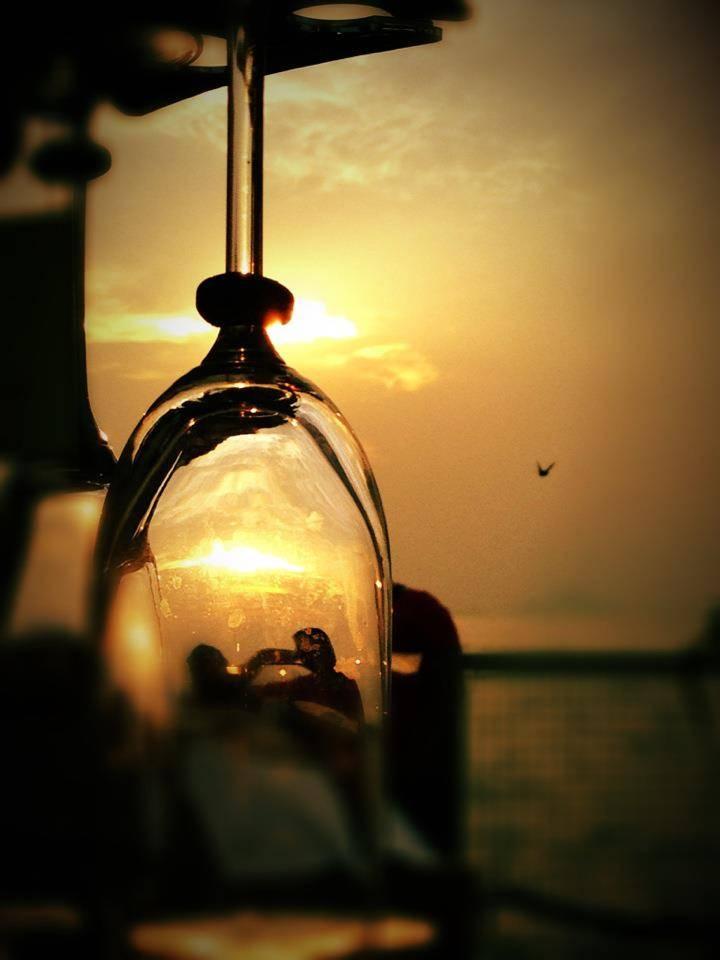 杯中的夕陽比天上的夕陽