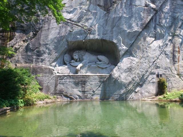 Lowendenkmal獅子紀念碑,紀念戰死的瑞士兵