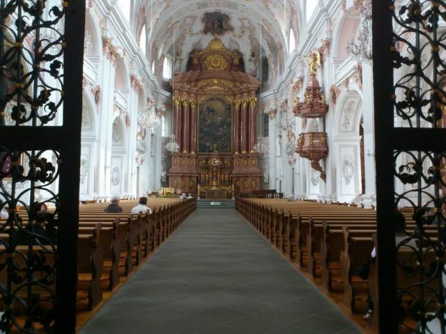 Jesuitenkirche耶穌教堂,內部很華美