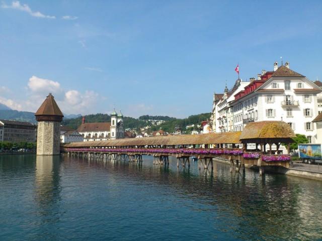 Kapellbrucke卡佩爾橋,建於1333年