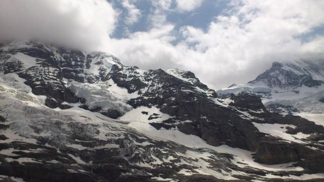 雄偉的雪山近在眼前