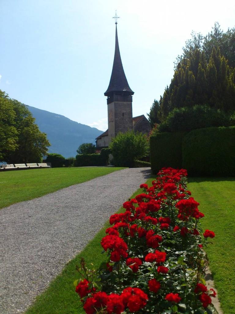 城堡對出的小花園和小教堂