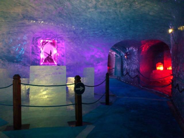 Ice Cave的冰雕