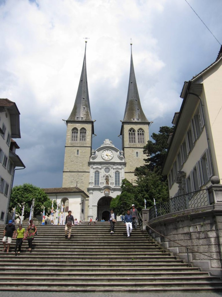 Hofkirche豪夫教堂,喜歡它的「雙子塔」外觀