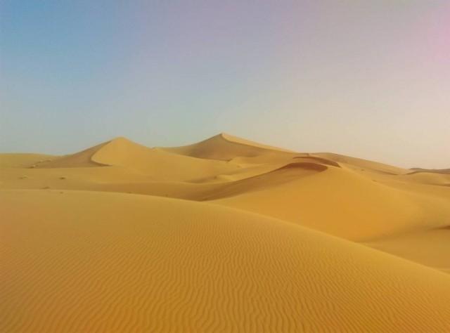 被風吹過的沙紋