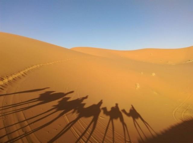 這天只有五個人入沙漠,之後一天有三四十人