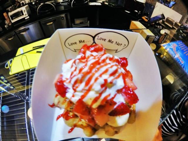 香港 中環 嘉咸街 小巷 甜點 比利時 窩夫 wafffle 即叫即做 fruit addict 水果 肉桂