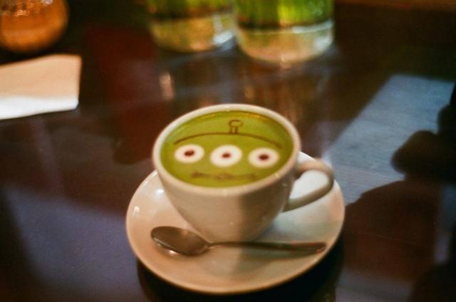 香港 禮頓山 銅鑼灣 舒適 cafe R&C 毛毛 三眼仔 叮噹 拉花 latte 綠茶