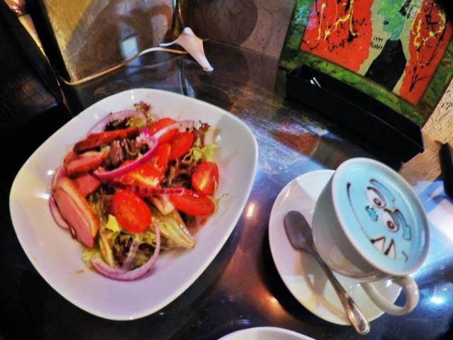 香港 禮頓山 銅鑼灣 舒適 cafe R&C 毛毛 三眼仔 叮噹 拉花 latte 鴨胸沙律