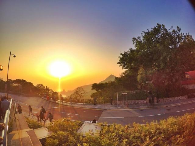 香港 行山 盧吉道 山頂 觀景台 西高山 風景 天梯 太平山 維多利亞港 芒草 日落
