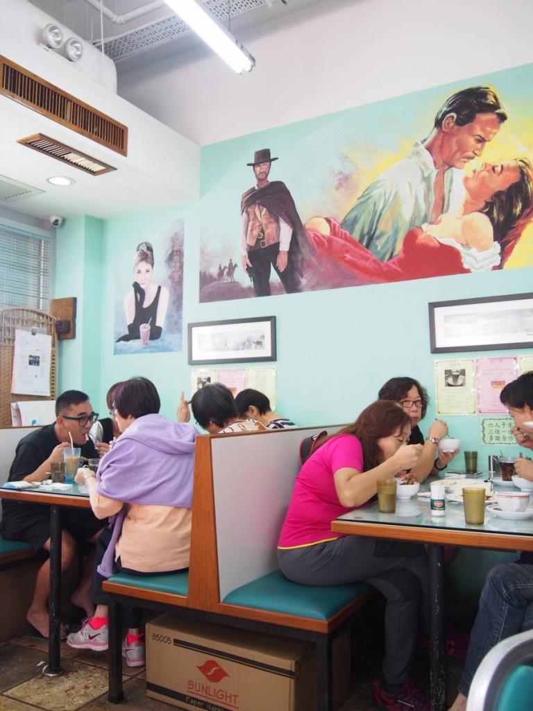 店內特設卡位,牆上仲有充滿懷舊氣息嘅壁畫,柯德莉夏萍同亂世佳人都係經典中嘅經典!