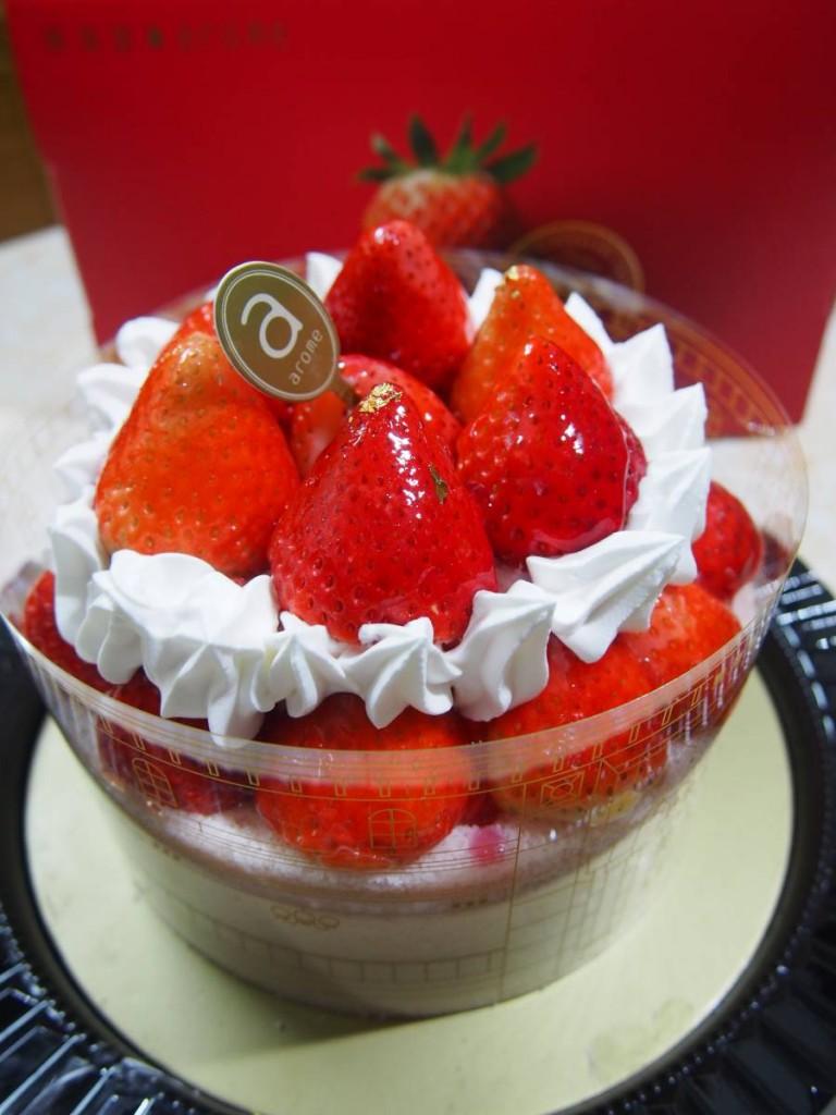 美人の赤苺($338) 成個蛋糕有超過20粒士多啤梨,王牌果然係王牌!