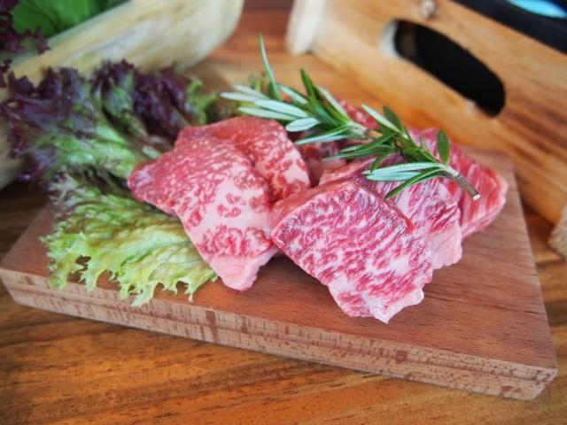 1++嘅韓牛脂肪比例勻稱,燒起上嚟油香四溢,食落甘香豐腴。