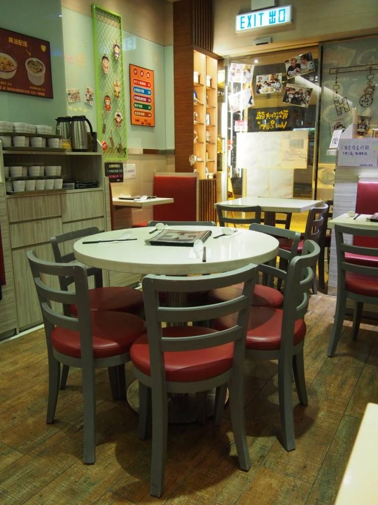 小店同一般香港晚市茶餐廳無異